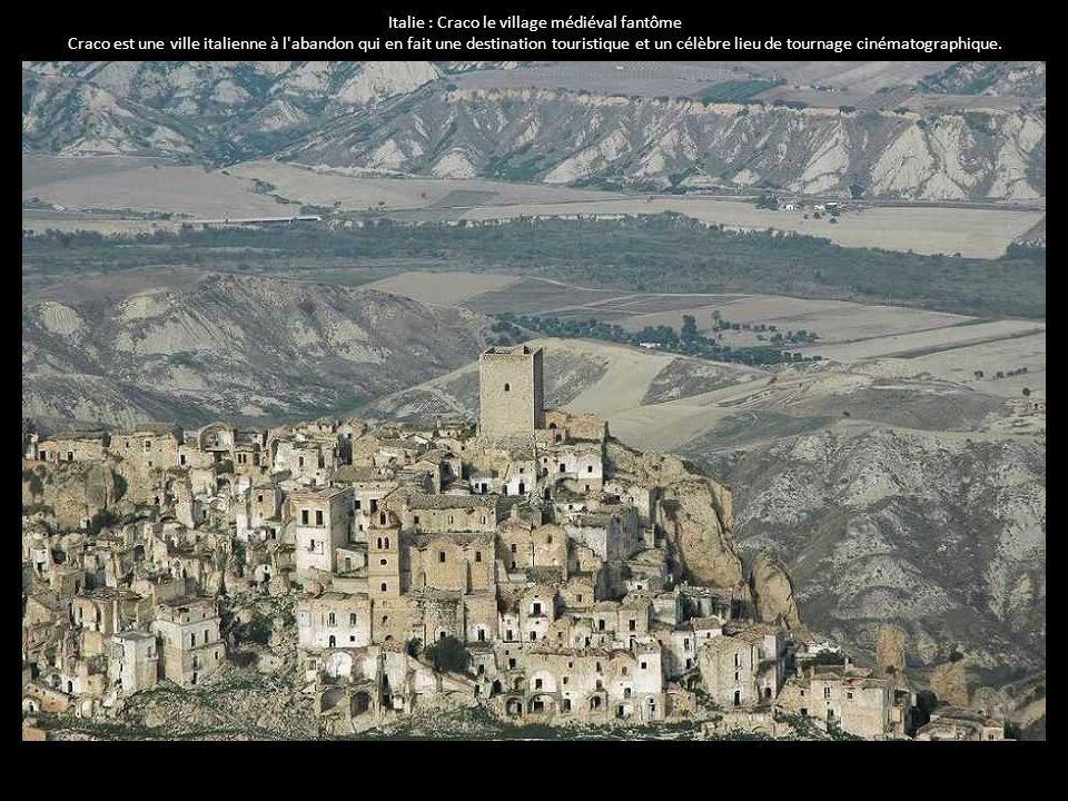 Italie : Craco le village médiéval fantôme Craco est une ville italienne à l'abandon qui en fait une destination touristique et un célèbre lieu de tou