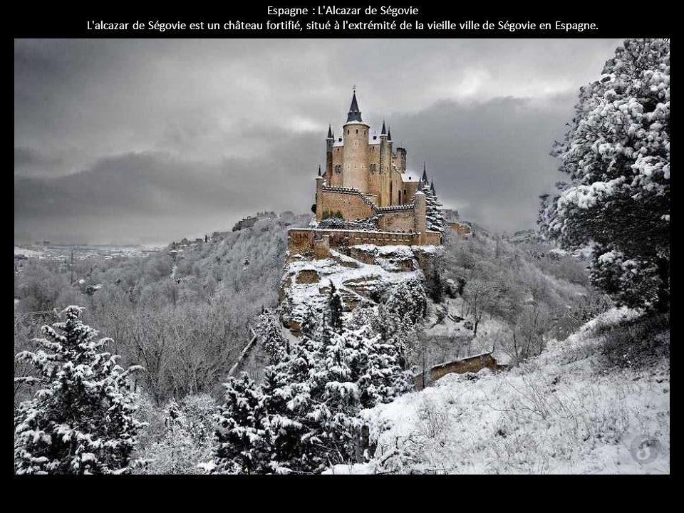 Espagne : L'Alcazar de Ségovie L'alcazar de Ségovie est un château fortifié, situé à l'extrémité de la vieille ville de Ségovie en Espagne.