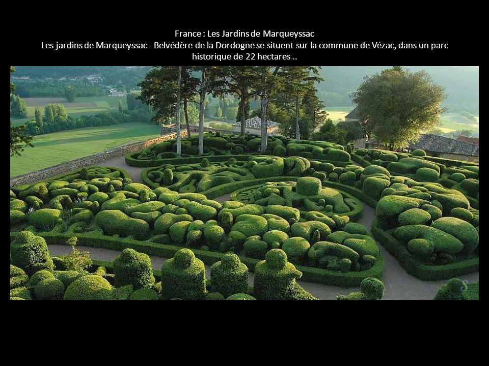 France : Les Jardins de Marqueyssac Les jardins de Marqueyssac - Belvédère de la Dordogne se situent sur la commune de Vézac, dans un parc historique