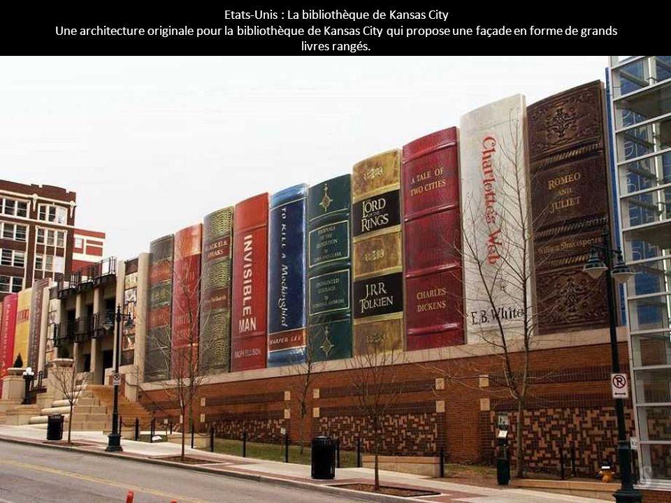 Etats-Unis : La bibliothèque de Kansas City Une architecture originale pour la bibliothèque de Kansas City qui propose une façade en forme de grands l
