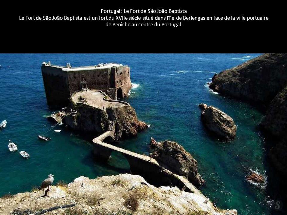 Portugal : Le Fort de São João Baptista Le Fort de São João Baptista est un fort du XVIIe siècle situé dans l'île de Berlengas en face de la ville por