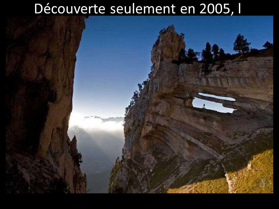 France : L'Arche Percée de Chartreuse Découverte seulement en 2005, l 'arche double de la Tour Percée est située dans les Alpes.