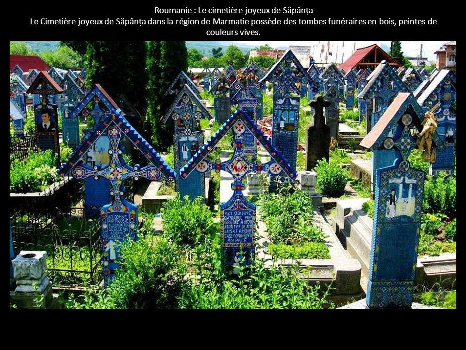 Roumanie : Le cimetière joyeux de S ă pânța Le Cimetière joyeux de S ă pânța dans la région de Marmatie possède des tombes funéraires en bois, peintes