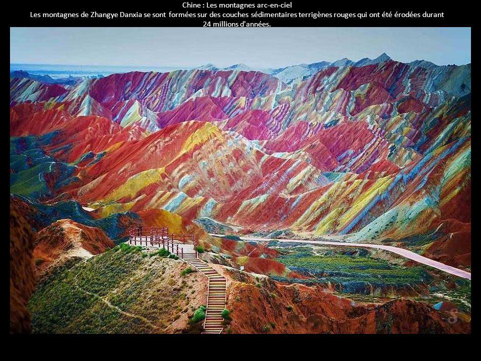 Chine : Les montagnes arc-en-ciel Les montagnes de Zhangye Danxia se sont formées sur des couches sédimentaires terrigènes rouges qui ont été érodées