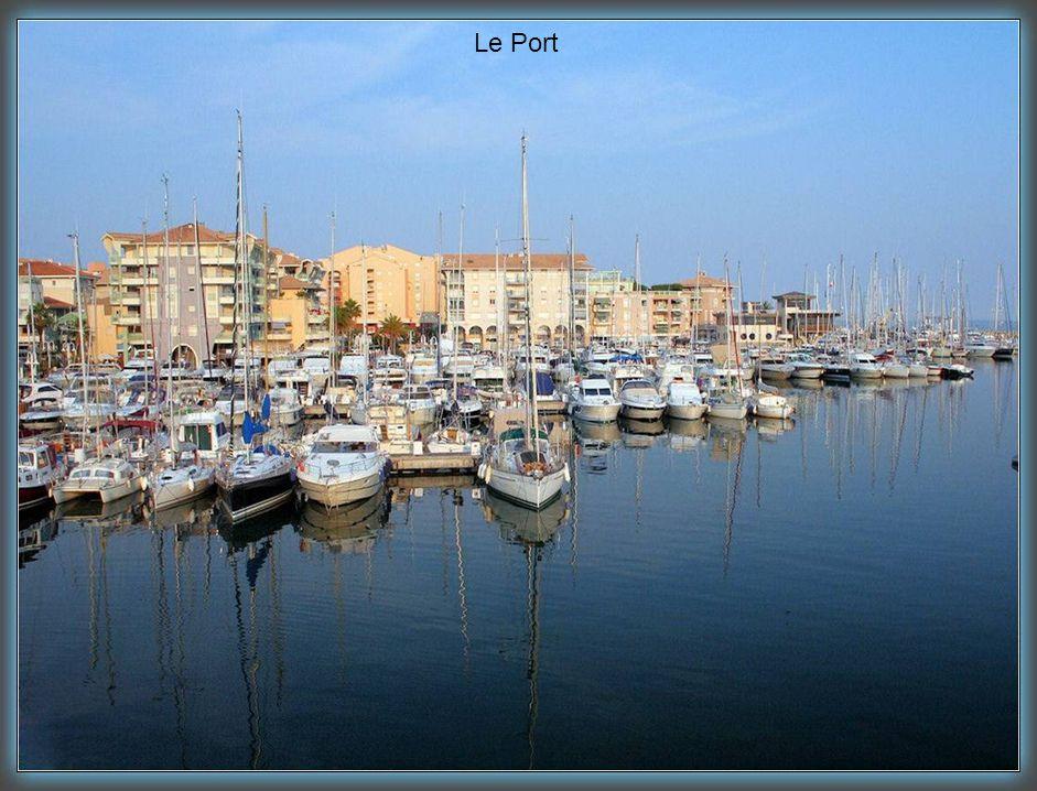 L'entrée du port de Fréjus