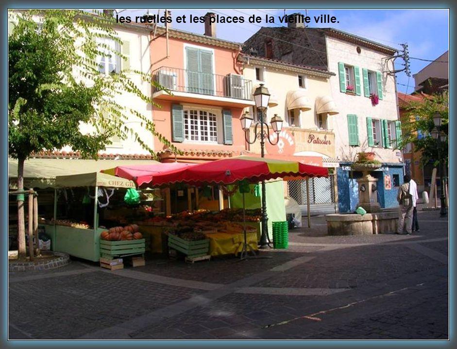 Ste Maxime plage cette station borde la rive Nord du golfe de St-Tropez.