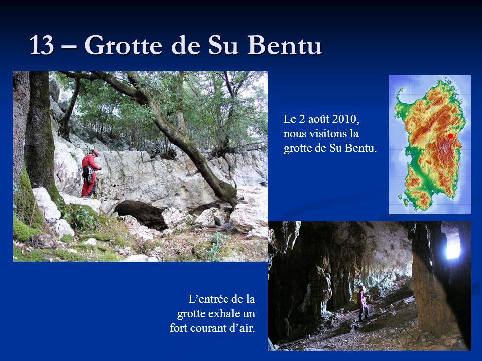 13 – Grotte de Su Bentu Le 2 août 2010, nous visitons la grotte de Su Bentu. L'entrée de la grotte exhale un fort courant d'air.