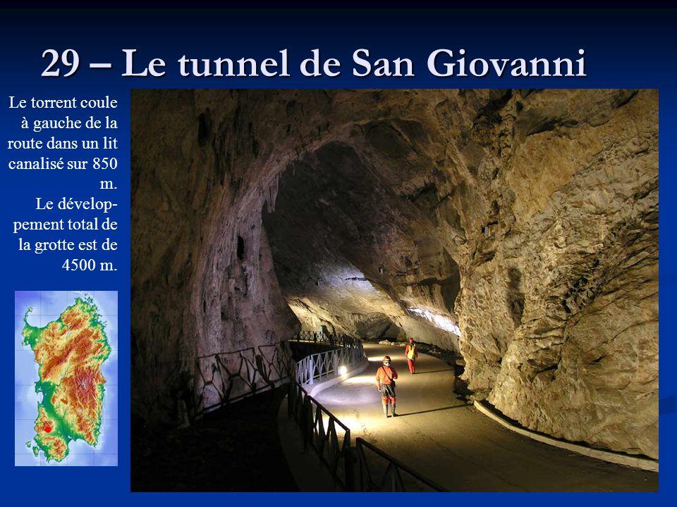 29 – Le tunnel de San Giovanni Le torrent coule à gauche de la route dans un lit canalisé sur 850 m. Le dévelop- pement total de la grotte est de 4500