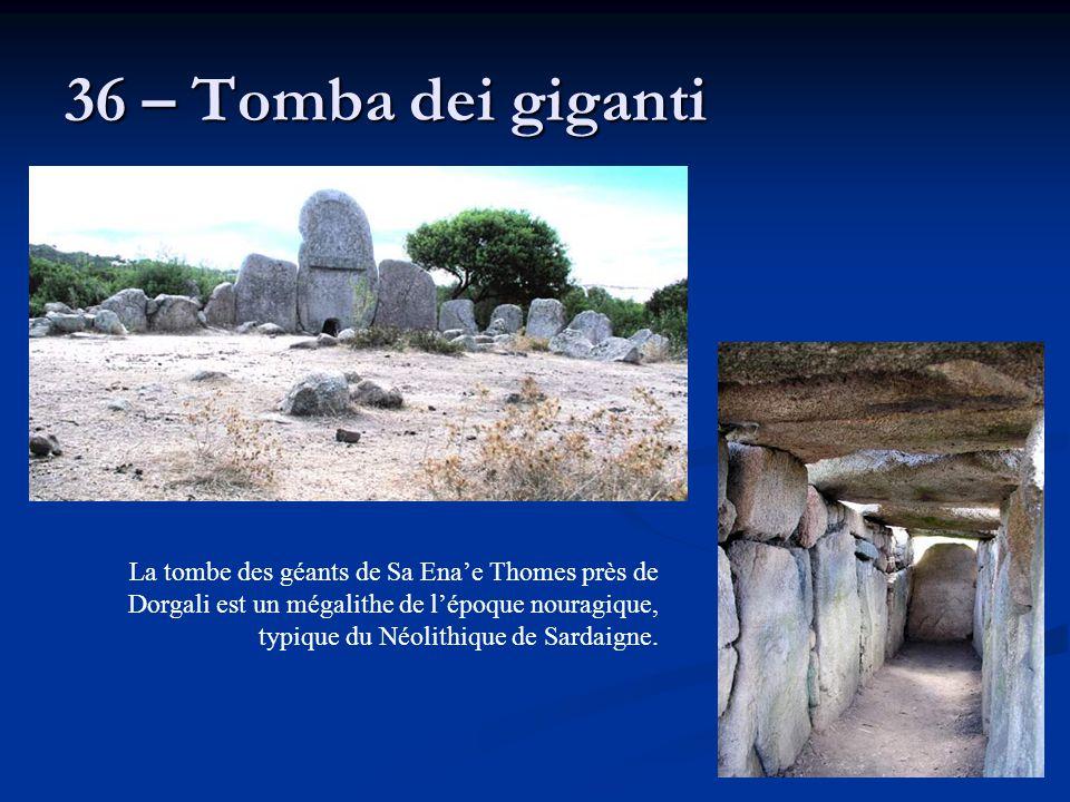 36 – Tomba dei giganti La tombe des géants de Sa Ena'e Thomes près de Dorgali est un mégalithe de l'époque nouragique, typique du Néolithique de Sarda