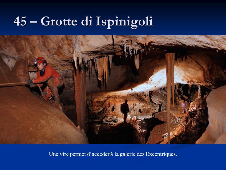 45 – Grotte di Ispinigoli Une vire permet d'accéder à la galerie des Excentriques.