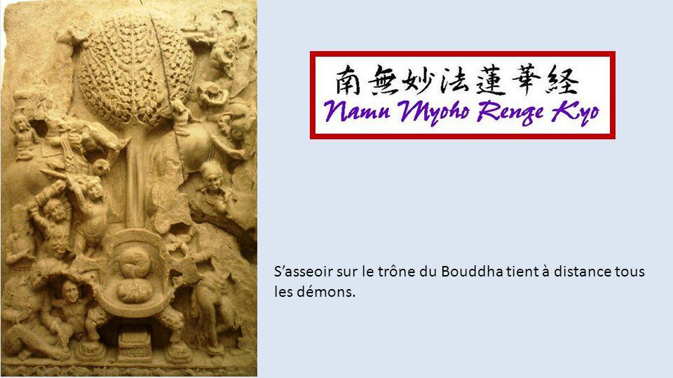 S'asseoir sur le trône du Bouddha tient à distance tous les démons.