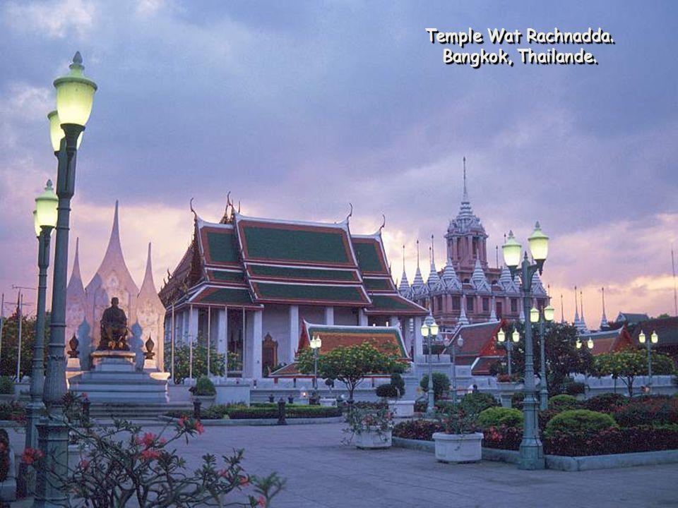 Temple Wat Rachnadda. Bangkok, Thailande. Temple Wat Rachnadda. Bangkok, Thailande.