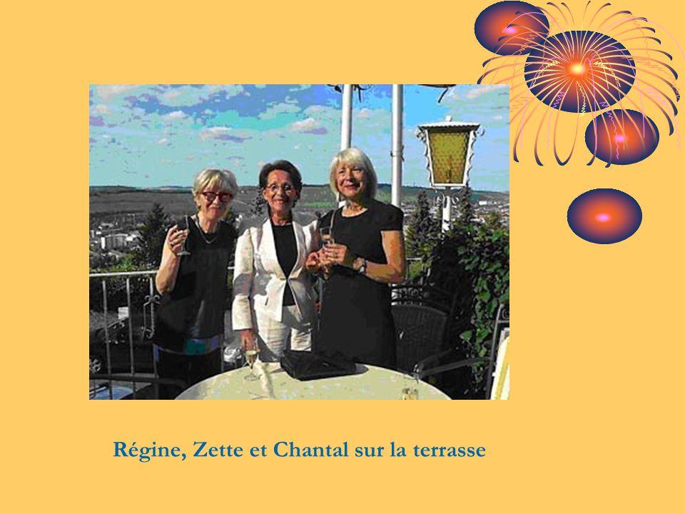 Régine, Zette et Chantal sur la terrasse