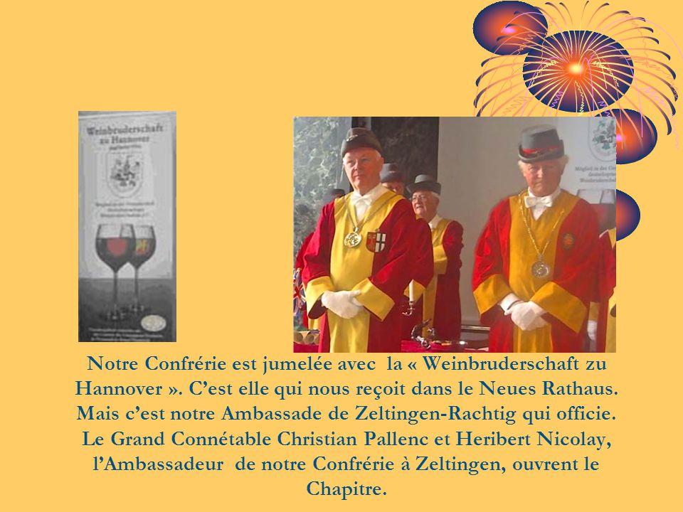 Notre Confrérie est jumelée avec la « Weinbruderschaft zu Hannover ». C'est elle qui nous reçoit dans le Neues Rathaus. Mais c'est notre Ambassade de