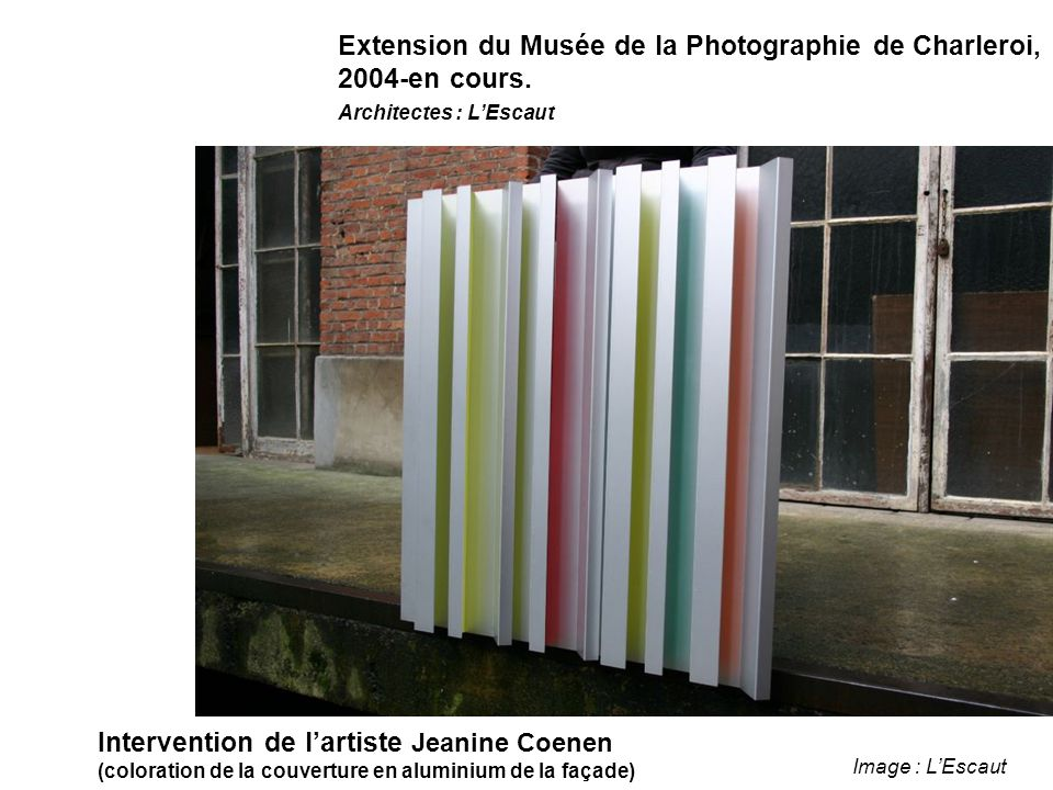 Intervention de l'artiste Jeanine Coenen (coloration de la couverture en aluminium de la façade) Image : L'Escaut Extension du Musée de la Photographie de Charleroi, 2004-en cours.