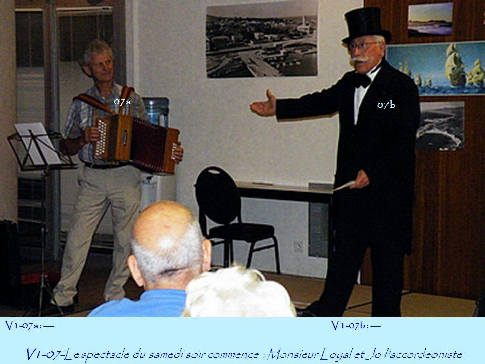 07a V1-07-Le spectacle du samedi soir commence : Monsieur Loyal et Jo l'accordéoniste V1-07a : ---V1-07b : --- 07b