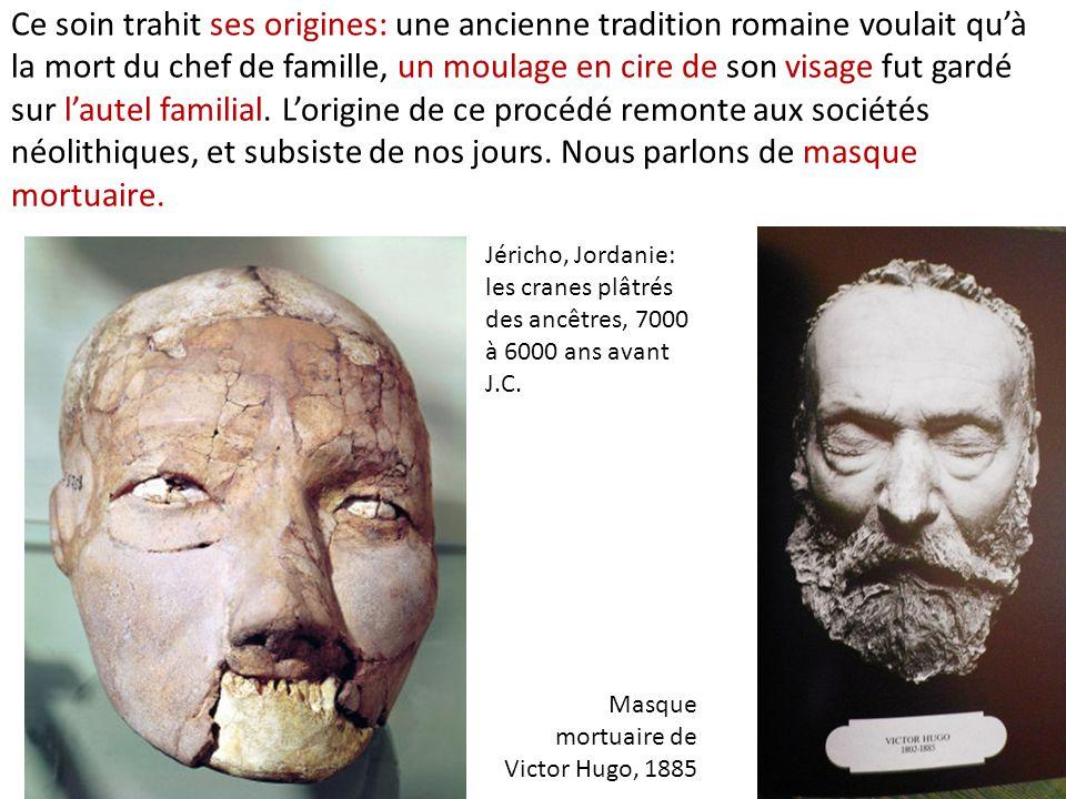 Ce soin trahit ses origines: une ancienne tradition romaine voulait qu'à la mort du chef de famille, un moulage en cire de son visage fut gardé sur l'