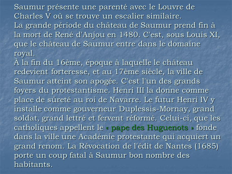 Saumur présente une parenté avec le Louvre de Charles V où se trouve un escalier similaire. La grande période du château de Saumur prend fin à la mort