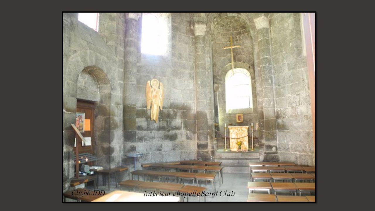 Cliché JDD Croix en pierre sculptée