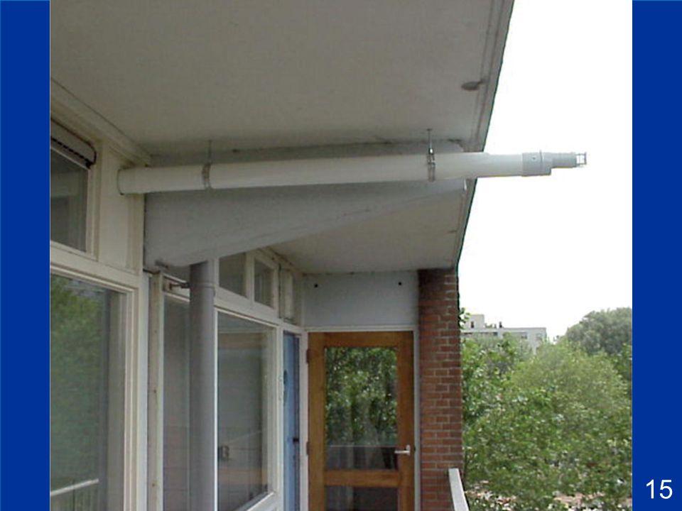 5 Fiche 5.1 : Installation d'un appareil de type C 1*, en configuration classique V32: En cas de débouché sous une saillie ou un balcon, le terminal peut être prolongé au-delà de la saillie ou du balcon; dans ce cas, il est parfois nécessaire d ajouter une dalle de 50 x 50 cm contre l entrée d air afin de garantir une montée de pression suffisante, qui permettra d aspirer assez d air comburant.