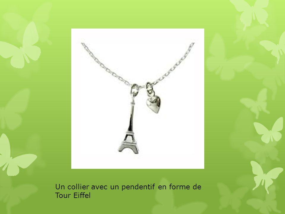 Un collier avec un pendentif en forme de Tour Eiffel
