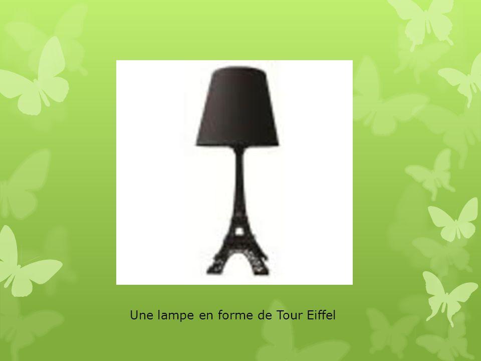 Une lampe en forme de Tour Eiffel