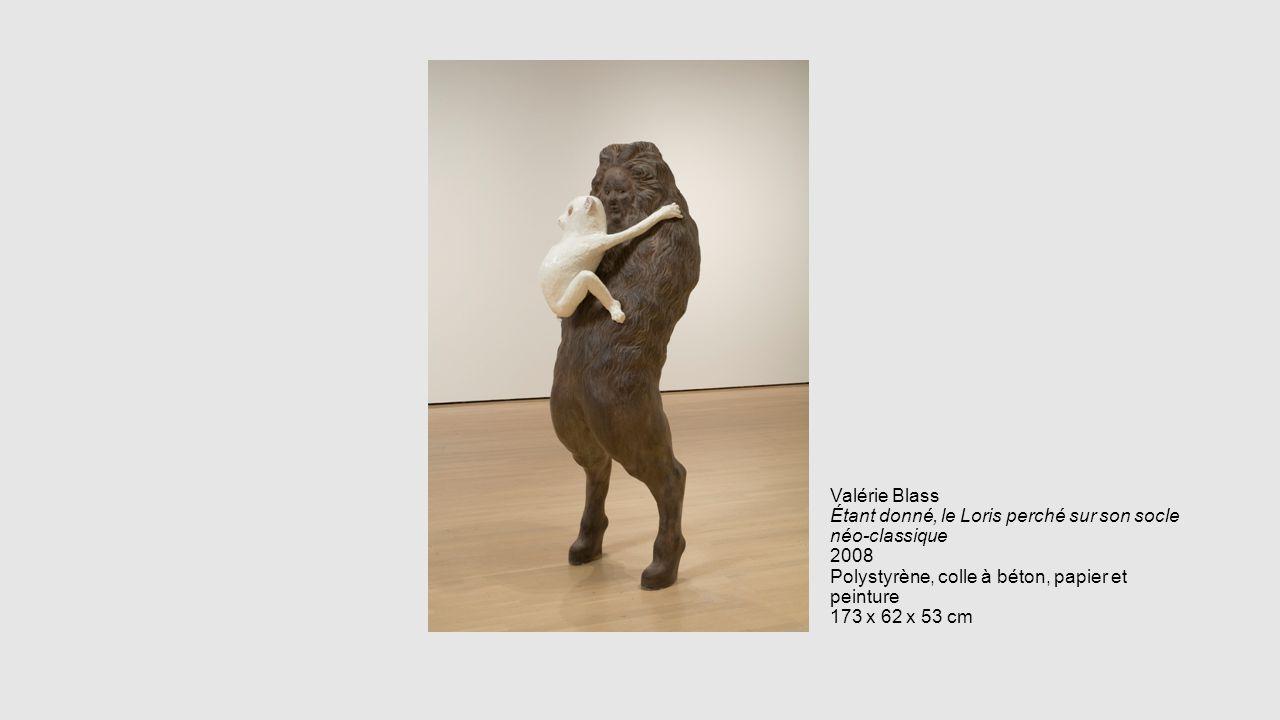 Valérie Blass Étant donné, le Loris perché sur son socle néo-classique 2008 Polystyrène, colle à béton, papier et peinture 173 x 62 x 53 cm