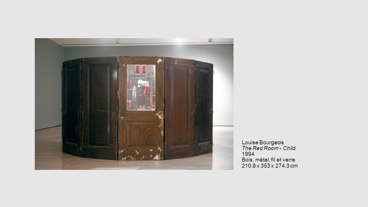 Louise Bourgeois The Red Room - Child 1994 Bois, métal, fil et verre 210,8 x 353 x 274,3 cm