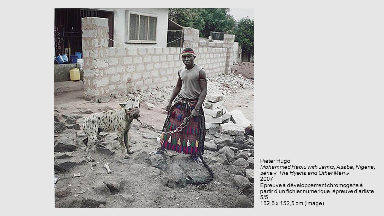 Pieter Hugo Mohammed Rabiu with Jamis, Asaba, Nigeria, série « The Hyena and Other Men » 2007 Épreuve à développement chromogène à partir d'un fichier