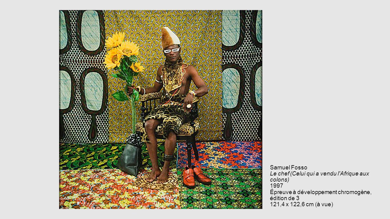 Samuel Fosso Le chef (Celui qui a vendu l'Afrique aux colons) 1997 Épreuve à développement chromogène, édition de 3 121,4 x 122,6 cm (à vue)