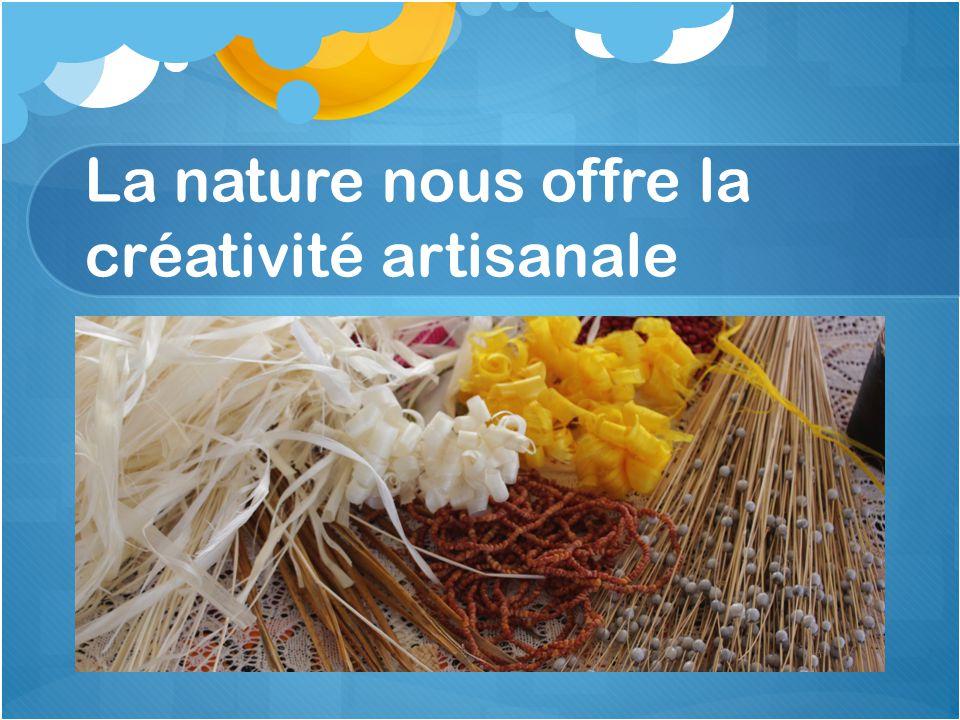 Thèmes et activités pédagogiques 2012 – 2013 en cours de réalisation Les produits artisanaux et accessoires féminins à base de matériels naturels.