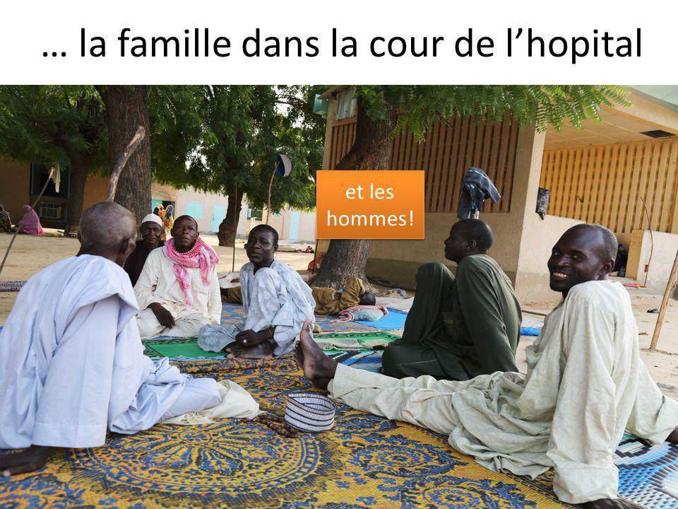 … la famille dans la cour de l'hopital et les hommes!