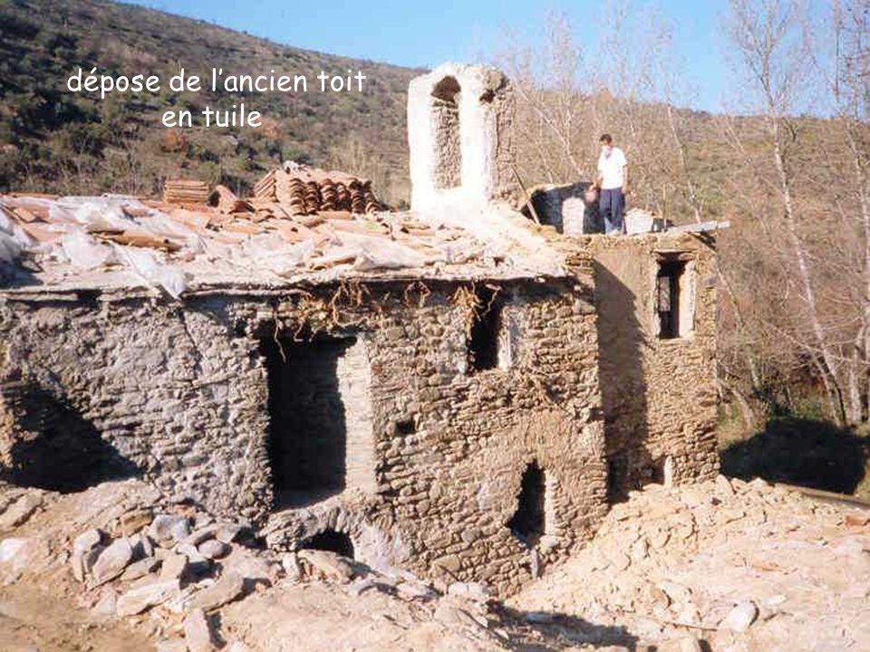 dépose de l'ancien toit en tuile