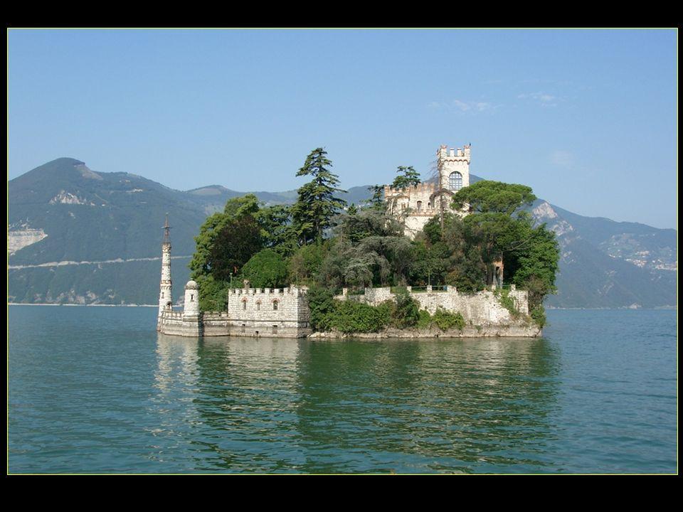 L'île de Monte Isola se trouve au milieu du lac et a une végétation typiquement méditerranéenne
