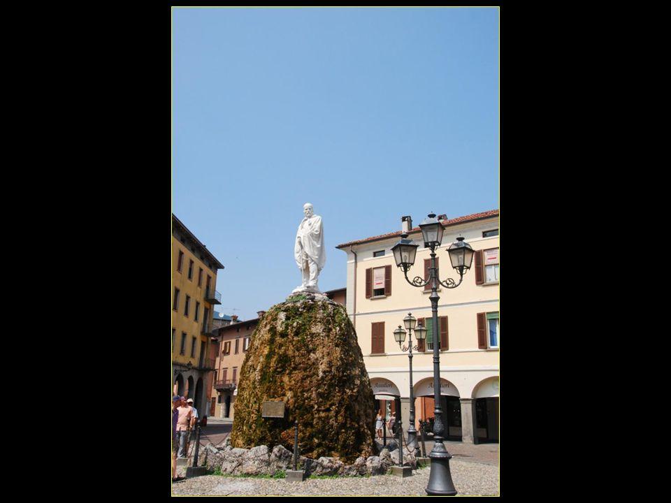 En Italie, le premier monument Garibaldi a été construit à Iseo en 1883