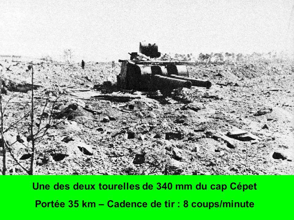 Une des deux tourelles de 340 mm du cap Cépet Portée 35 km – Cadence de tir : 8 coups/minute