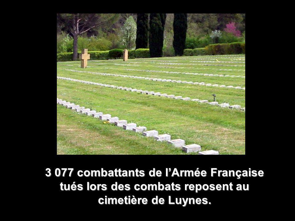 3 077 combattants de l'Armée Française tués lors des combats reposent au cimetière de Luynes.