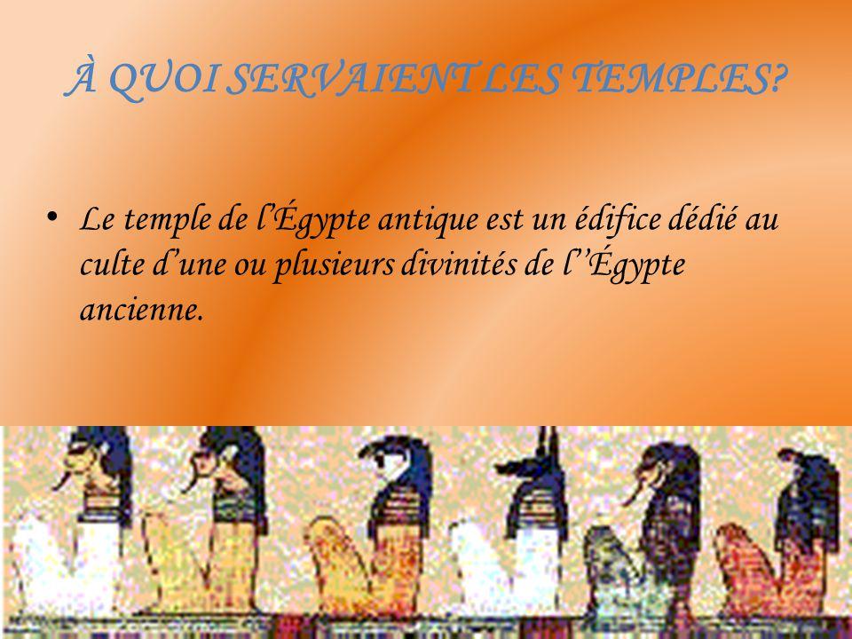 Par un large vestibule, on accède à la salle hypostyle où ne sont admis que les prêtres qui officient dans le temple.