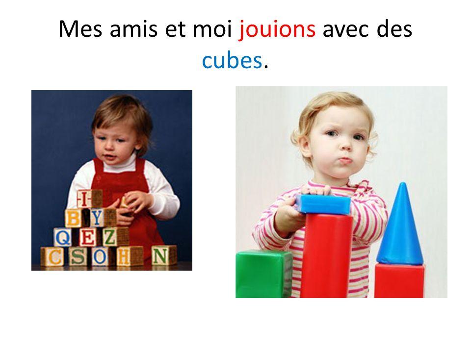 Mes amis et moi jouions avec des cubes.