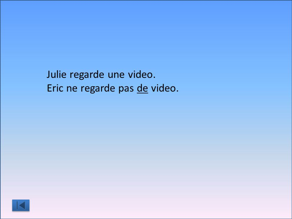 Julie regarde une video. Eric ne regarde pas ____ video.