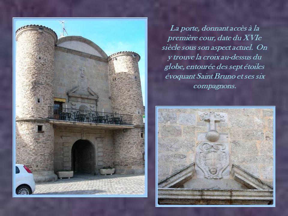 Le monastère fut fondé, en 1280, par Béatrice de la Tour du Pin. Elle était la veuve de Guillaume de Roussillon, disparu à Saint-Jean d'Acre en 1277,