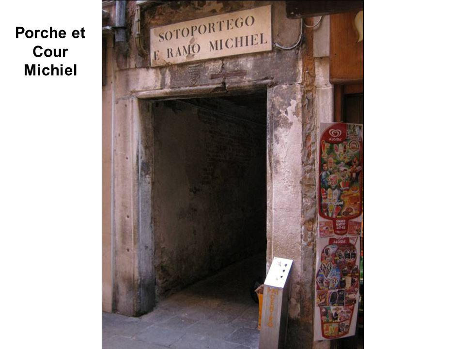 Porche d'entrée dans la Cour Michiel ========= 