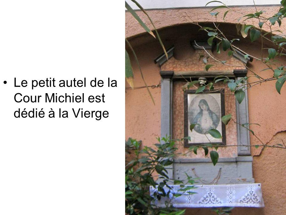 Cette cour est le lieu de naissance du doge Domenico Michiel, qui a gouverné Venise de 1118 à 1130.