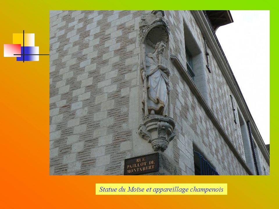 Rues Paillot de Montabert / Charbonnet : La maison du Moïse