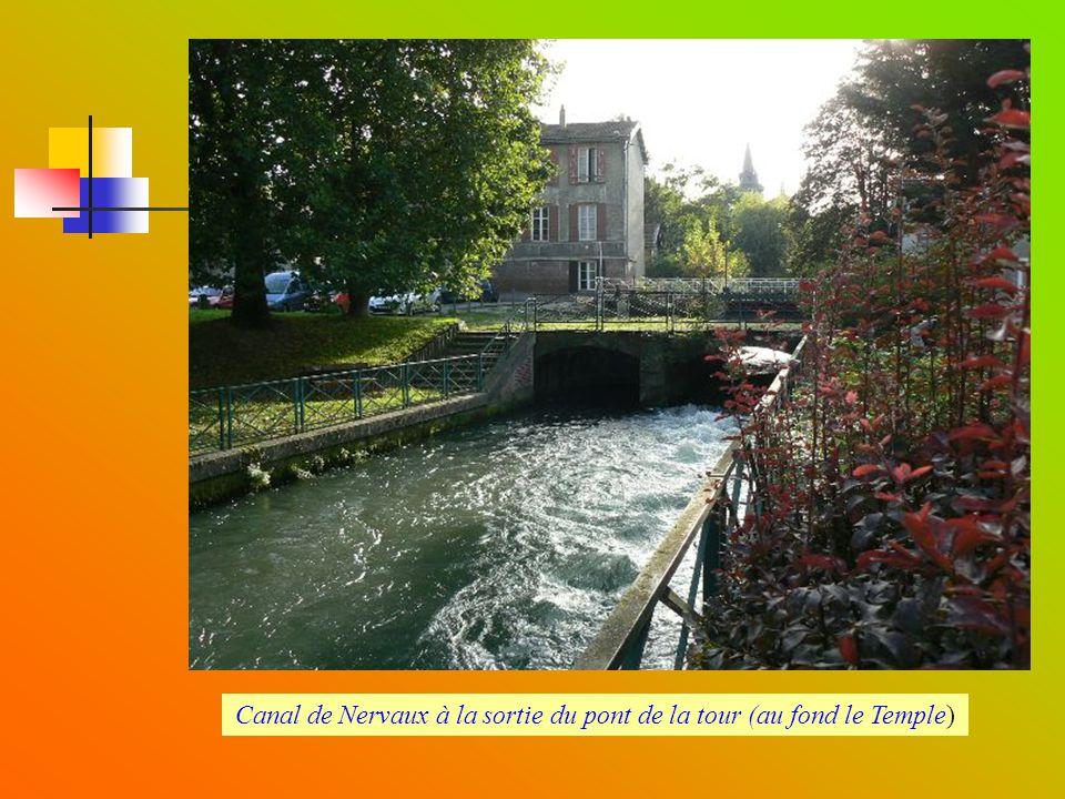 Vestiges des anciennes fortifications : Base tour Barbazan et pont du Noyer aux enfants