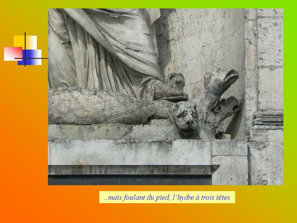 fin Rue Urbain IV (au fond Urbain IV et la tour St Pierre)