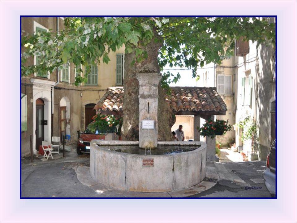 Fontaine du capitaine Vincens. Ce lavoir reçoit les ver- sures de la fontaine du capitaine Vincens.