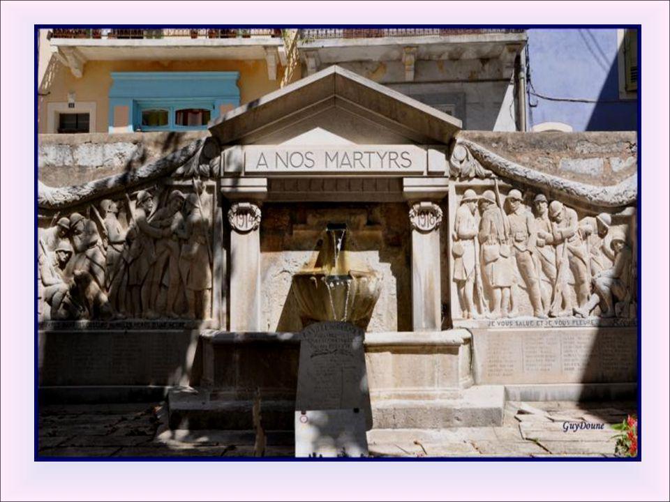 Fontaine du monument aux morts : Réalisée par Jules Récubert en 1922, cette fontaine est le monument aux morts de Barjols. On peut y voir d'un côté le