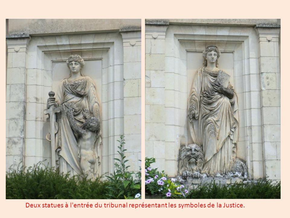 Le tribunal, de style néoclassique, a été édifié à partir de 1862.