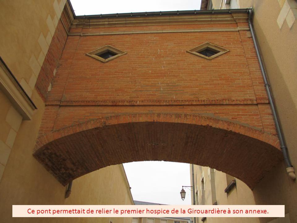Le pont volant construit en 1812 avec l autorisation de Napoléon1 er.. La rue de la Girouardière.